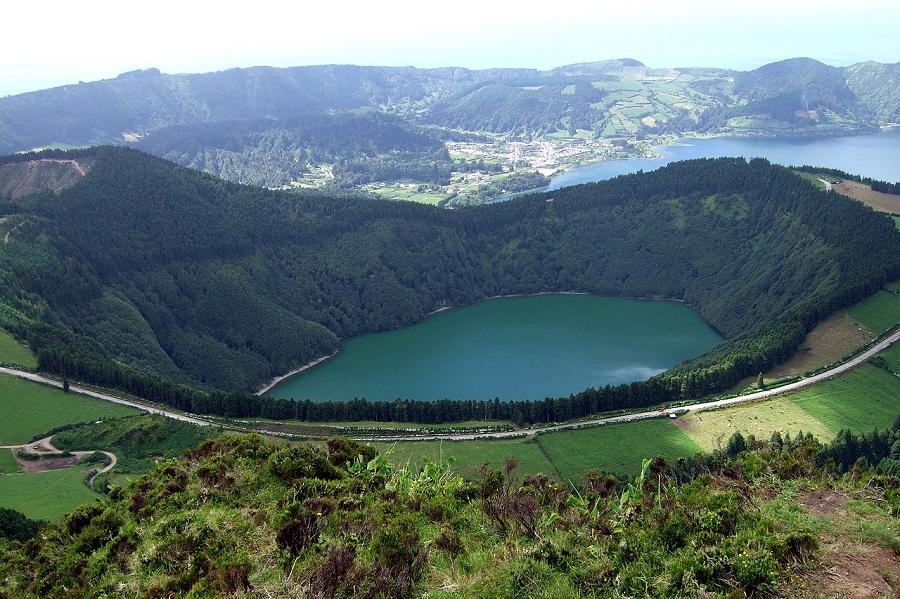 Sao-Miguel-Island-(Azores)-Sete-Cidades-Caldera-Lagoa-de-Santiago-Azores