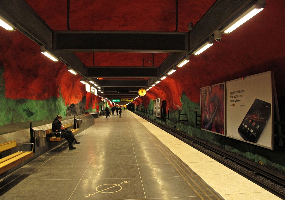 Stockholm-metro-Solna-Centrum-art-gallery