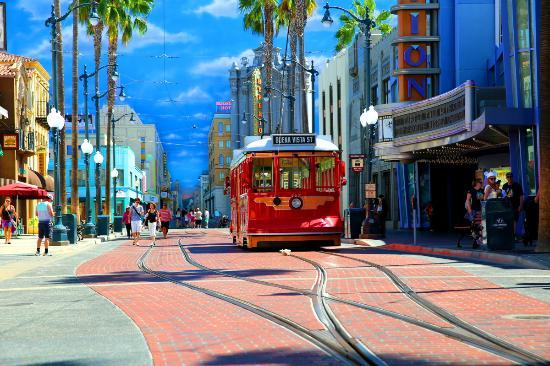 anaheim street with tram