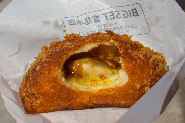 Curry with baked oysters in a baked bun